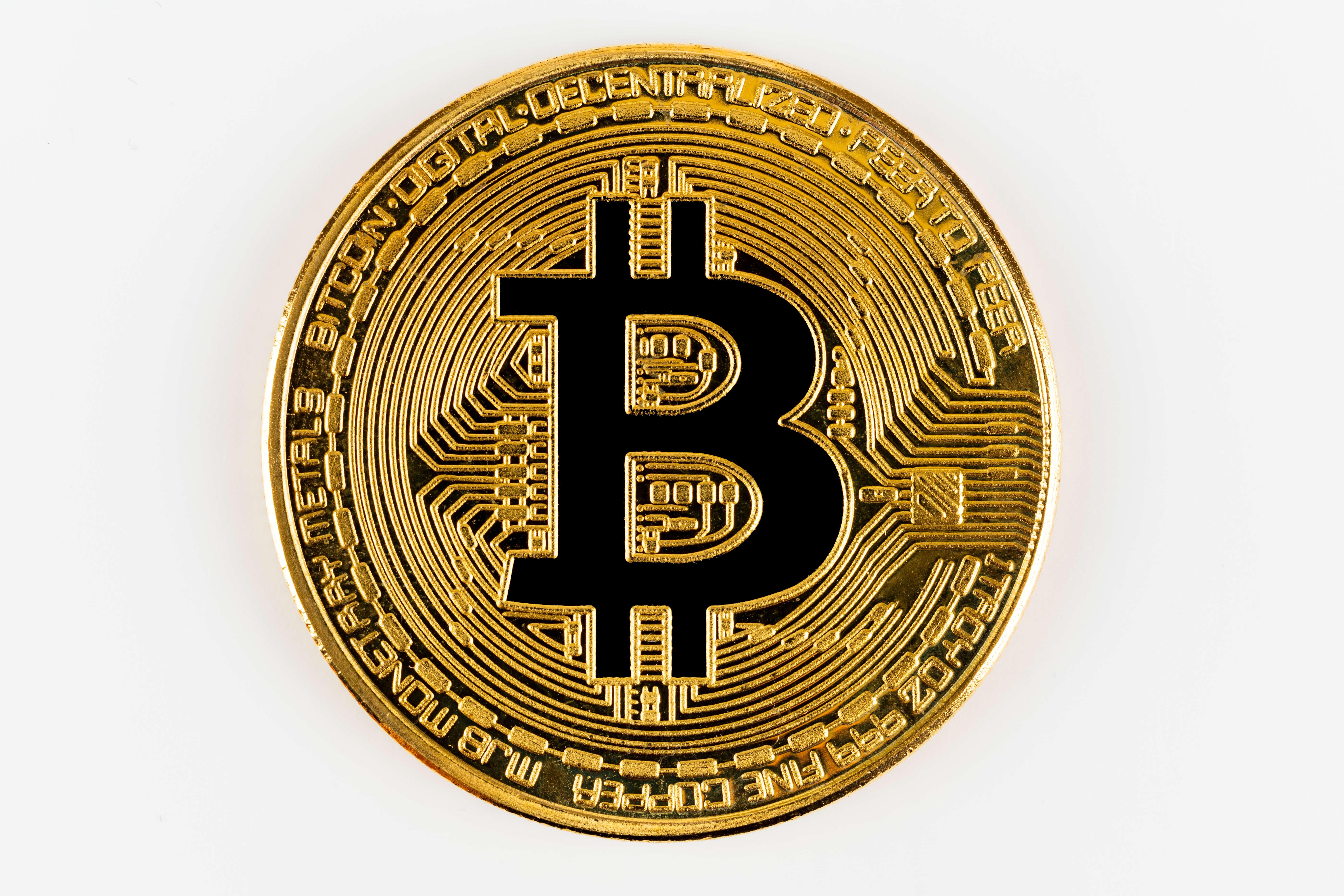 Bitcoin Münze auf weissem Hintergrund
