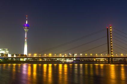 duesseldorf rheinknie bridge at night