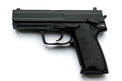 Waffe Pistole auf weißem Hintergrund