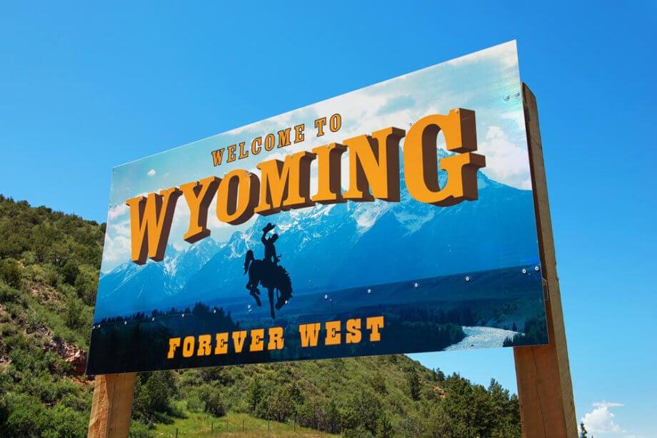 Plakatwand zeigt Bild von US-Bundesstaat Wyoming
