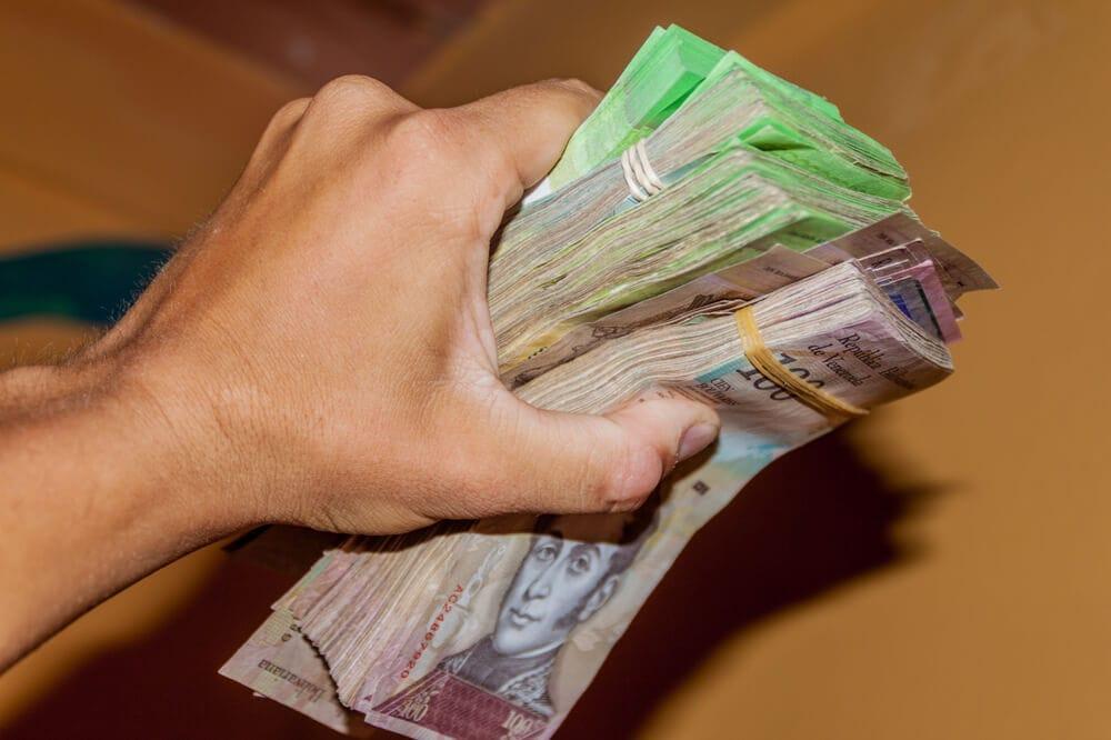 Zwangsadaption: Venezolanischer Journalist lässt sich mit Bitcoin bezahlen
