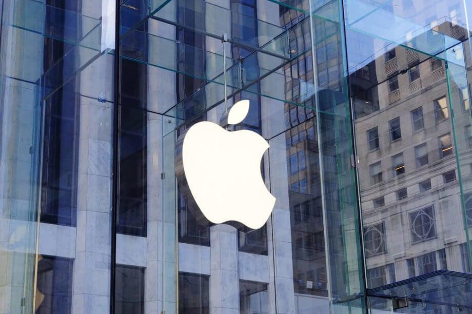 Das Apple Logo an einer Hochhauswand, was Coinbase nicht gefällt