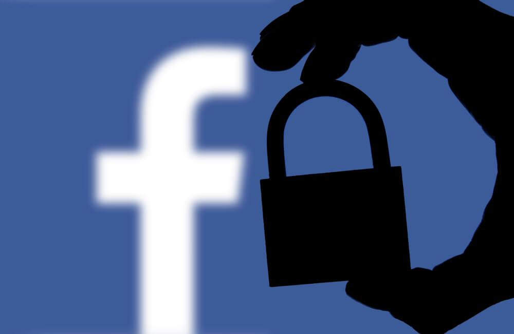 Facebook-mit-Vorhängeschloss