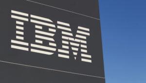 IBM Logo an Firmengebäude
