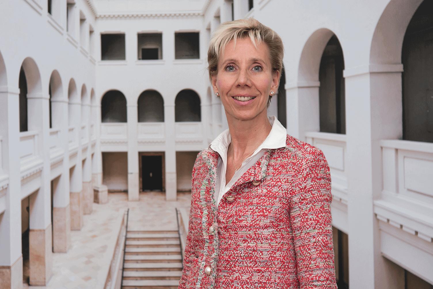 """Prof. Dr. Katarina Adam, """"Viele Token-Anwendungen sind es nicht wert, gelauncht zu werden."""" Prof. Dr.-Ing. Katarina Adam von der HTW Berlin im Interview"""