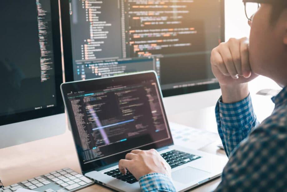 Für ein tieferes Verständnis um Bitcoin und Co. kann ein wenig Programmieren und Datenanalyse nicht schaden.