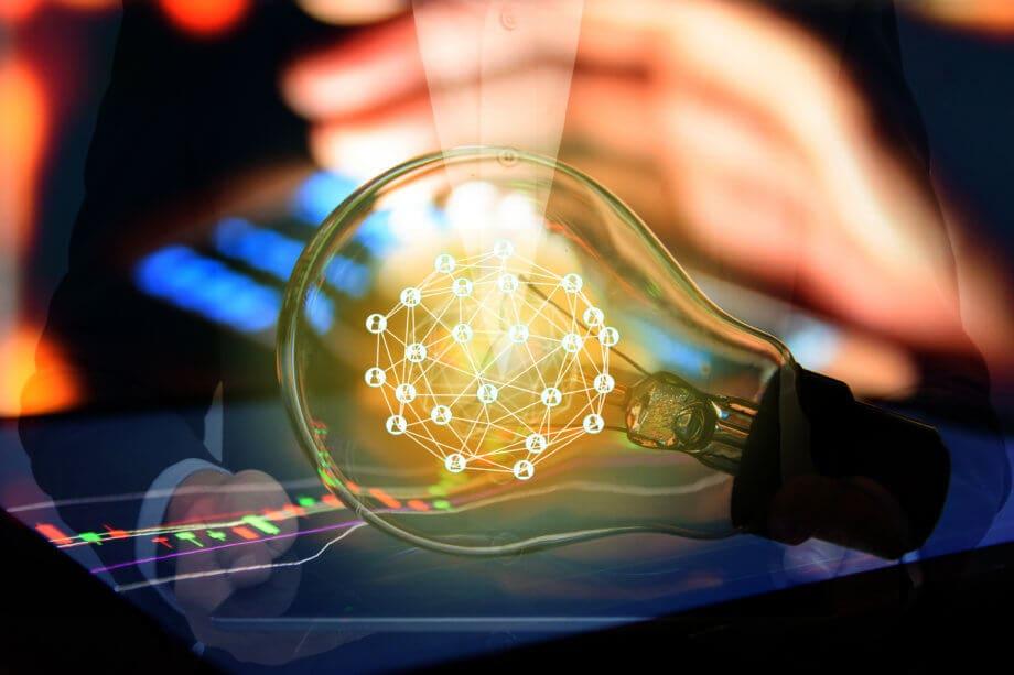 Grafik: Dezentrales Netzwerk in Glühbirne, Symboldbild Blockchain Trading