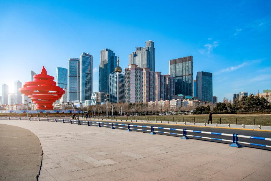 Stadtmitte von Qingdao - Landschaft und Straße
