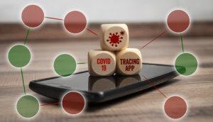 Smartphone mit Tracking- oder Tracing-App für Covid-19