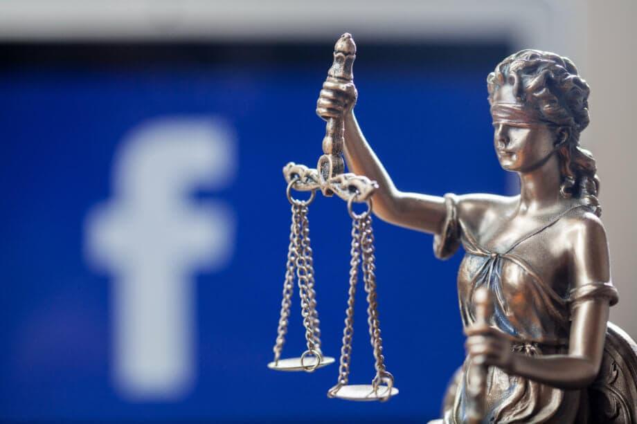 Libra: eine silberne Justitia mit verbundenen Augen steht vor einem blauen hintergrund mit dem weißen Buchstaben F, dem Facebook Symbol