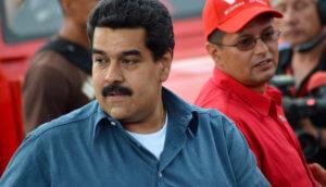 Venezulanischer Präsident Nicolás Maduro schaut nach hinten