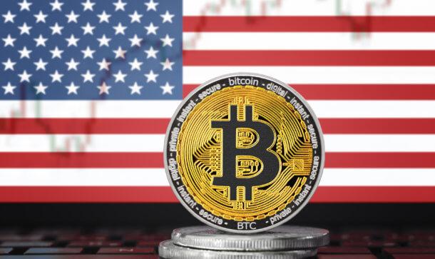bitcoin münze vor amerikanischer flage