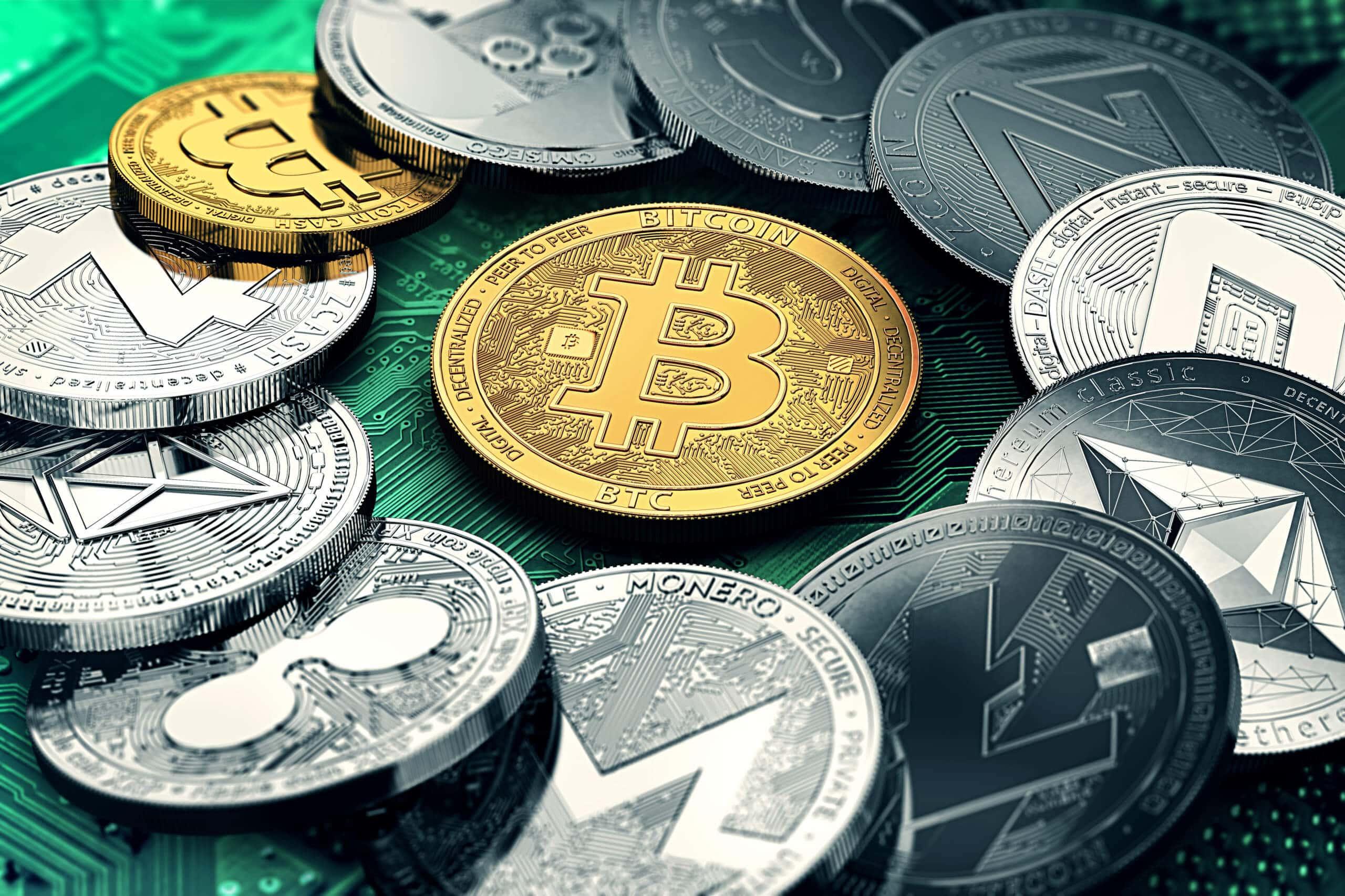 verschiedene münzen von altcoins liegen neben einer bitcoin-münze auf einer chart