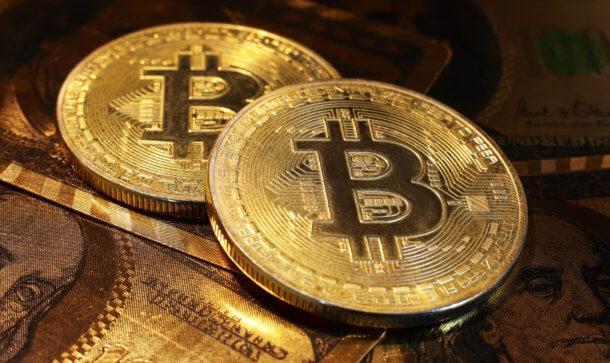 bitcoin-münze-liegt-auf-einer-bitcoin-münze