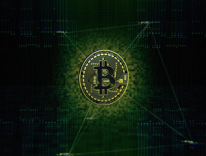 bitcoin münze gruen auf schwarzem hintergrund