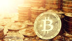 viele gestapelte bitcoin münzen