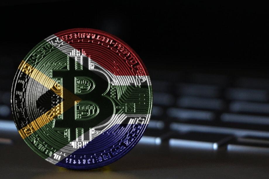 Bitcoin Münze in den Farben Südafrikas