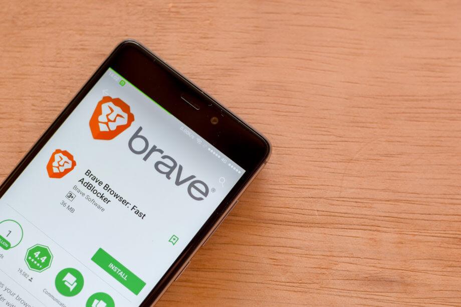 Brave-Logo auf Smartphone Display