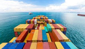 container schiffe auf dem meer