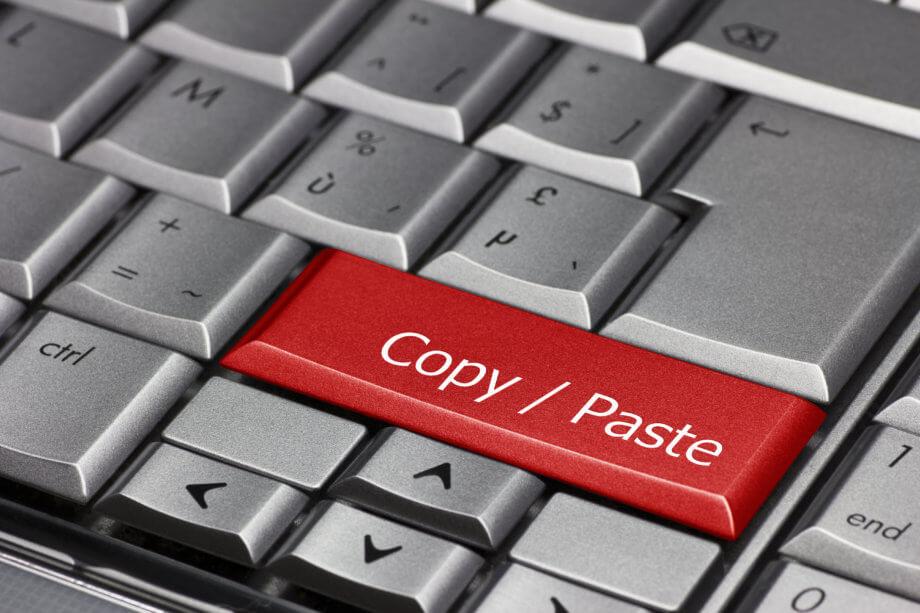 computer-tastatur-mit-einer-roten-copy-paste-taste