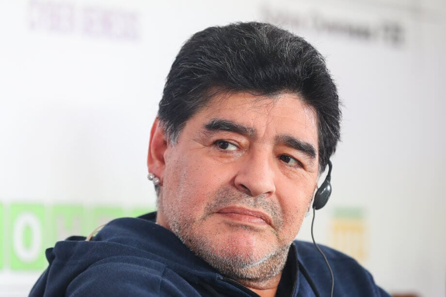 diego maradona bei einer pressekonferenz
