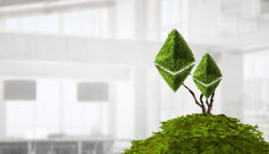 grünes ethereum symbol auf einem grünen hügel