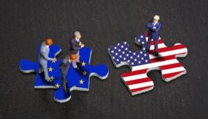puzzlestücke mit europa und usa flagge