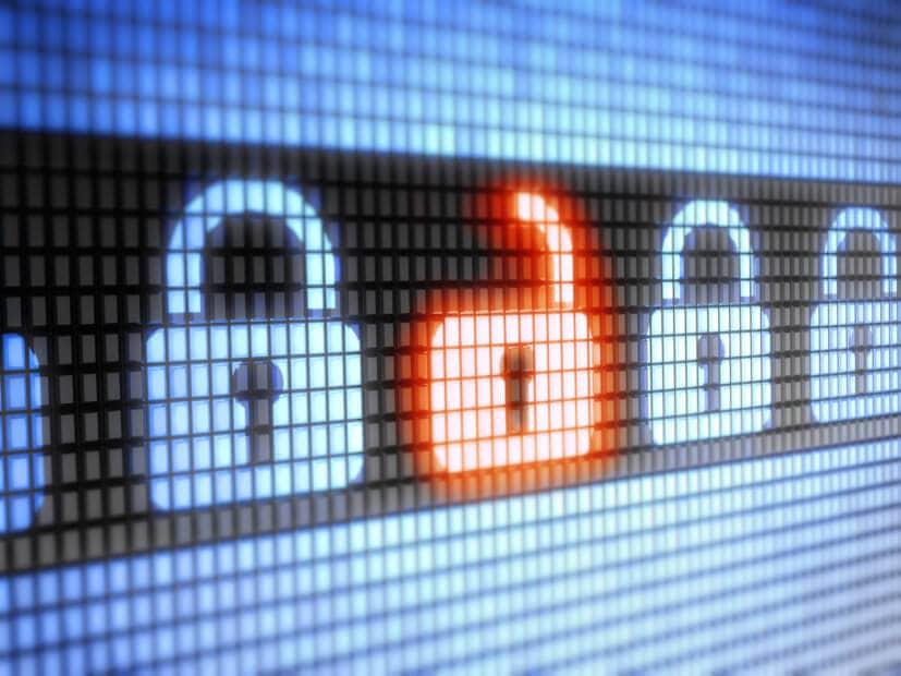 symbolische hack-darstellung von einem offenen schloss neben verschlossenen schlössern