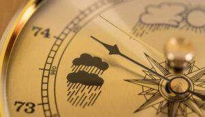 ein wetterkompass der regen zeigt