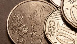 10- und 20-Eurocent-Münzen in Nahaufnahme