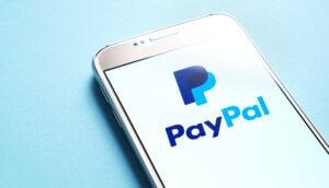 paypal symbol auf einem smartphone