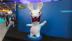 Ein Rabbid von Ubisoft bei einer Austellung: Hasenförmiges Maskottchen