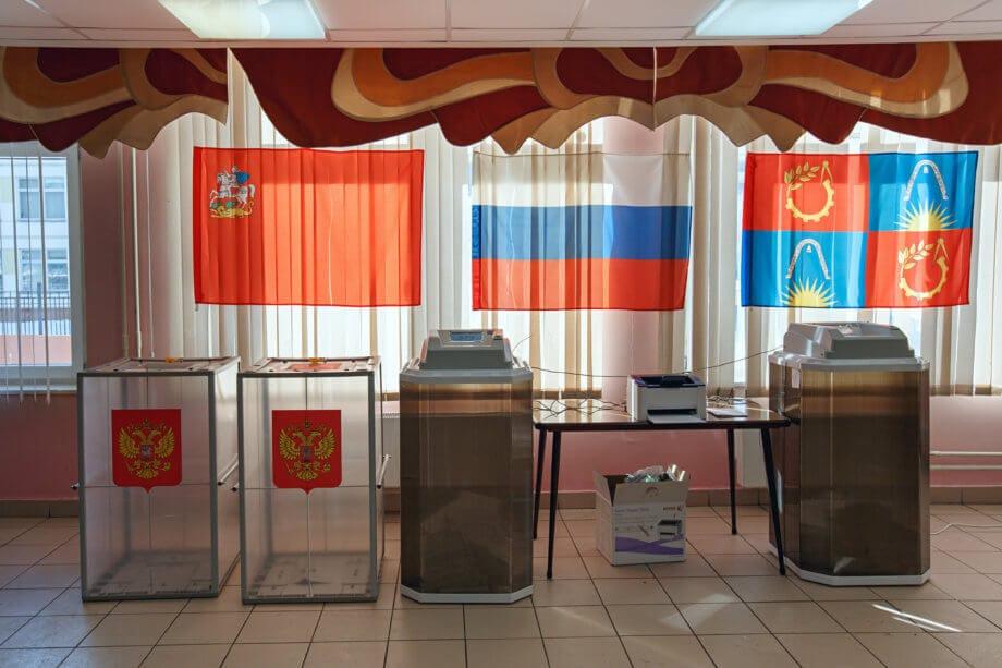 Ein leeres Wahllokal in Russland