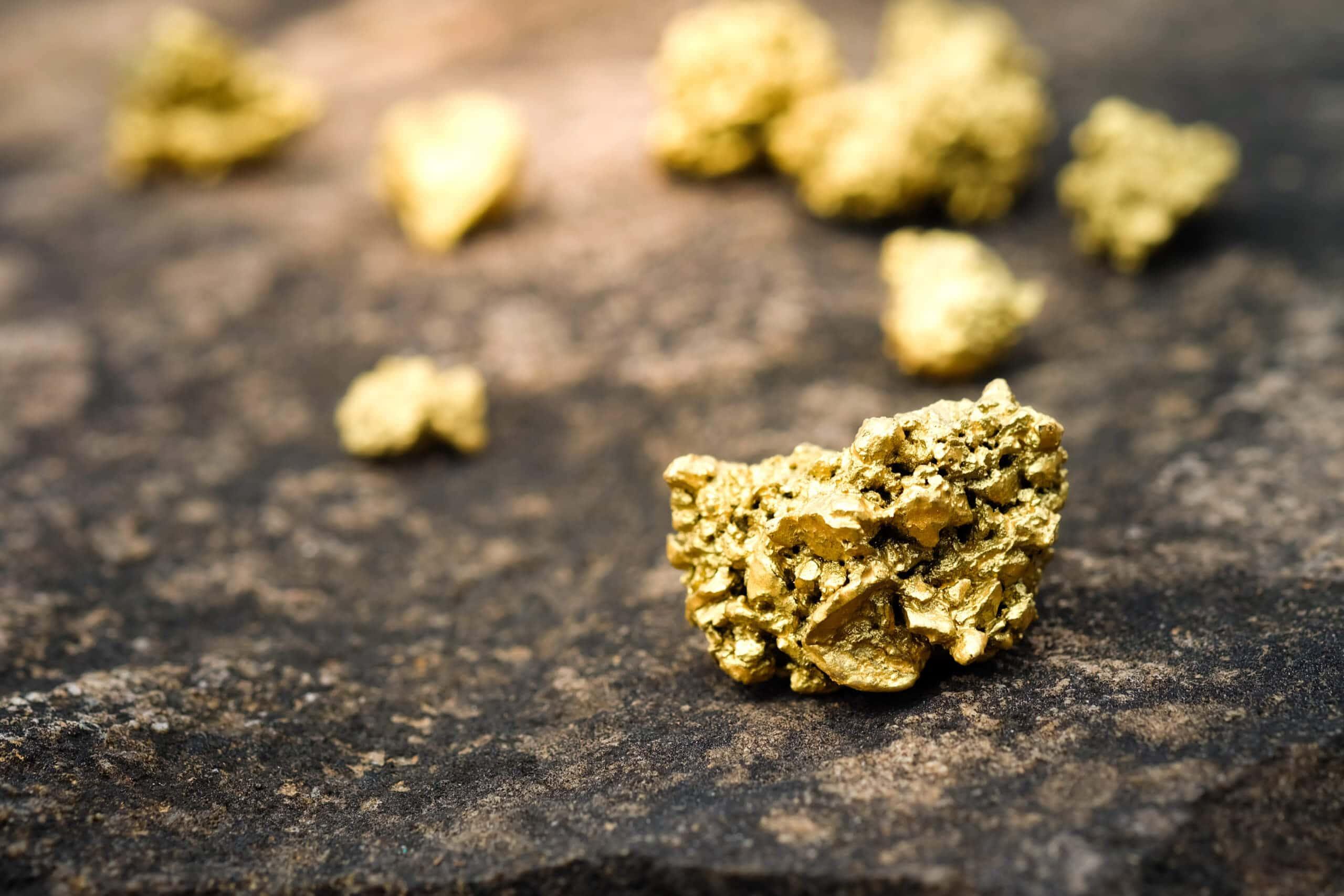 Kleinere Goldnuggets sind verteilt in Anlehnung an das Gold-Portfolio von der Dash Investment Foundation.