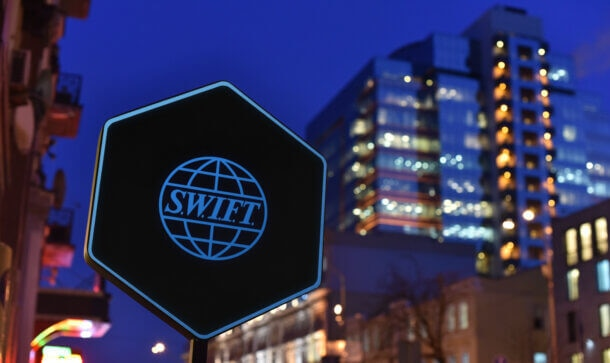 Schild mit SWIFT-Logo