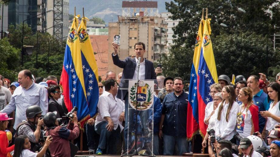 Venezuela: Eine Versammlung, bei der sich menschen versammeln