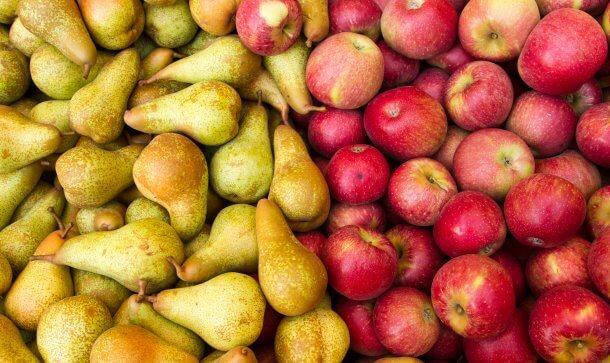 gelbe birnen und rote äpfel