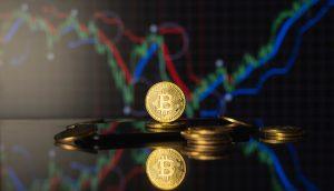 bitcoin-münze-vor-einer-chart