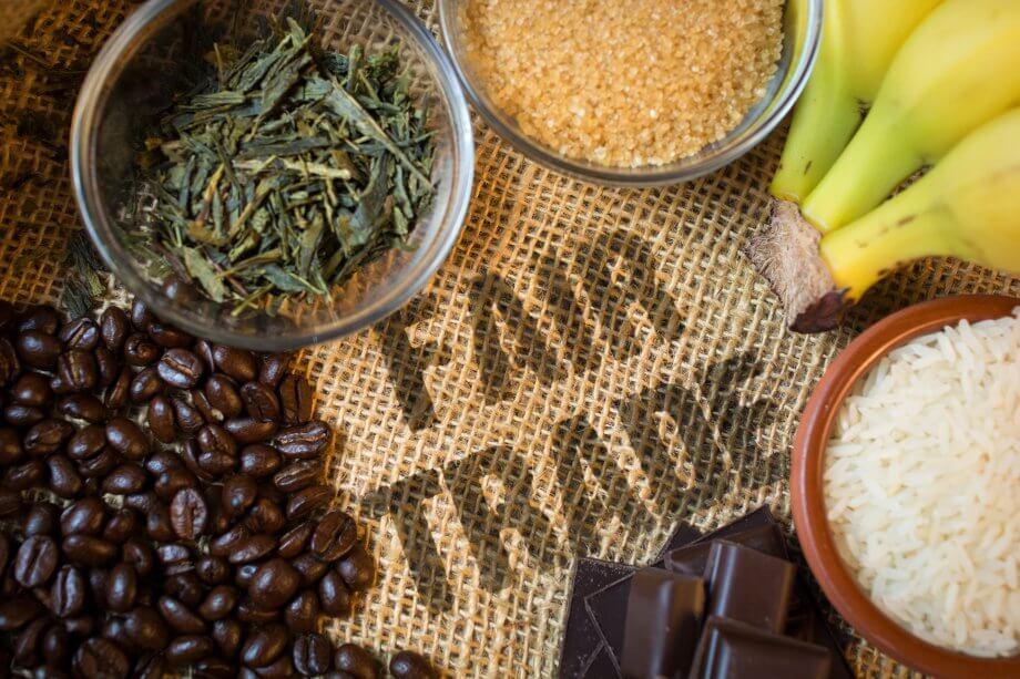 fair trade produkte kaffebohnen, tee, zucker, bananen, reis und schokolade