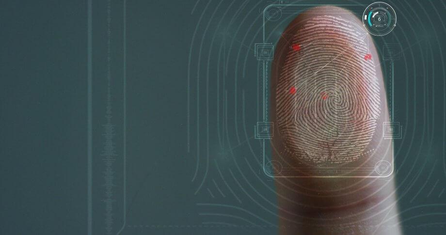 fingerabdruck-auf-einer-scheibe