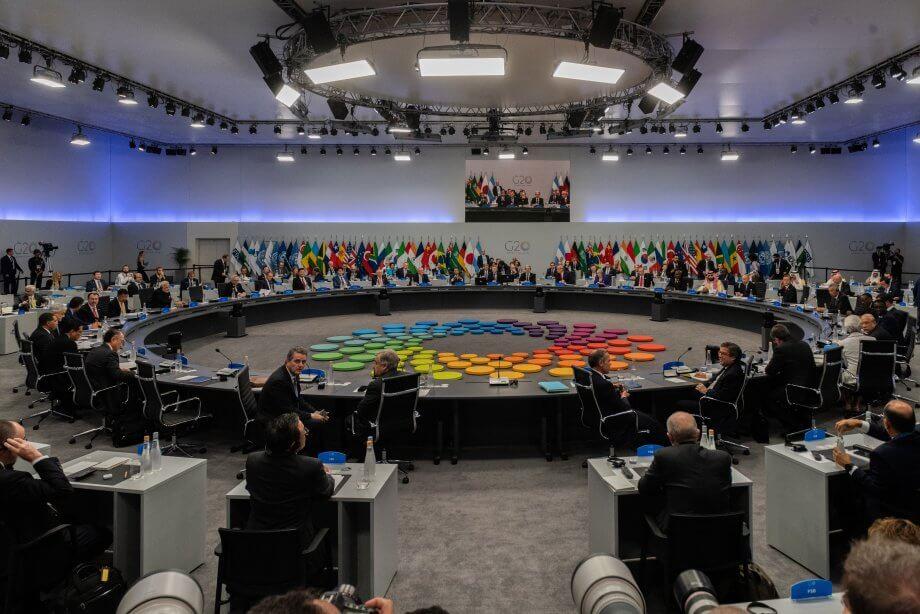 g20 versammlung mit sehr vielen menschen