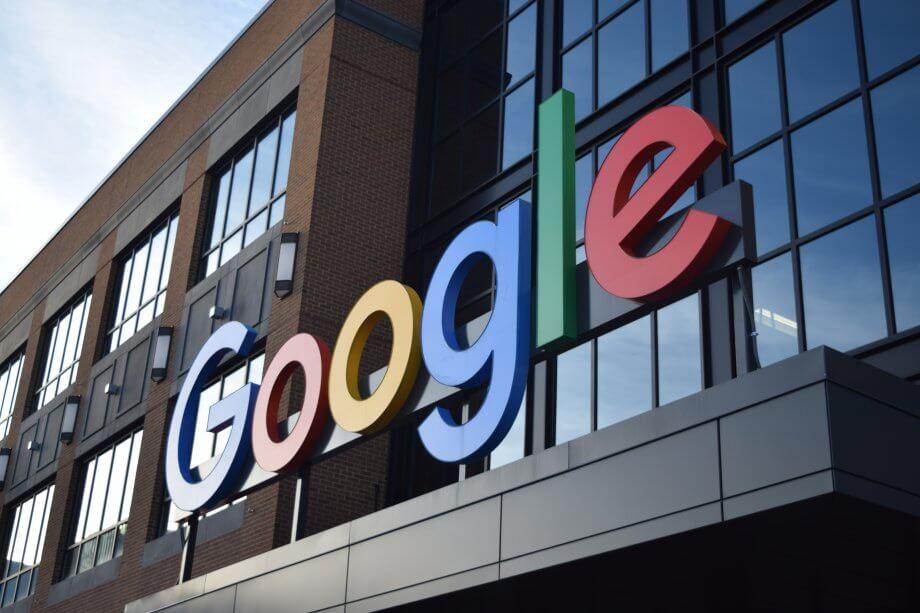 google schriftzugf auf dem gebäude