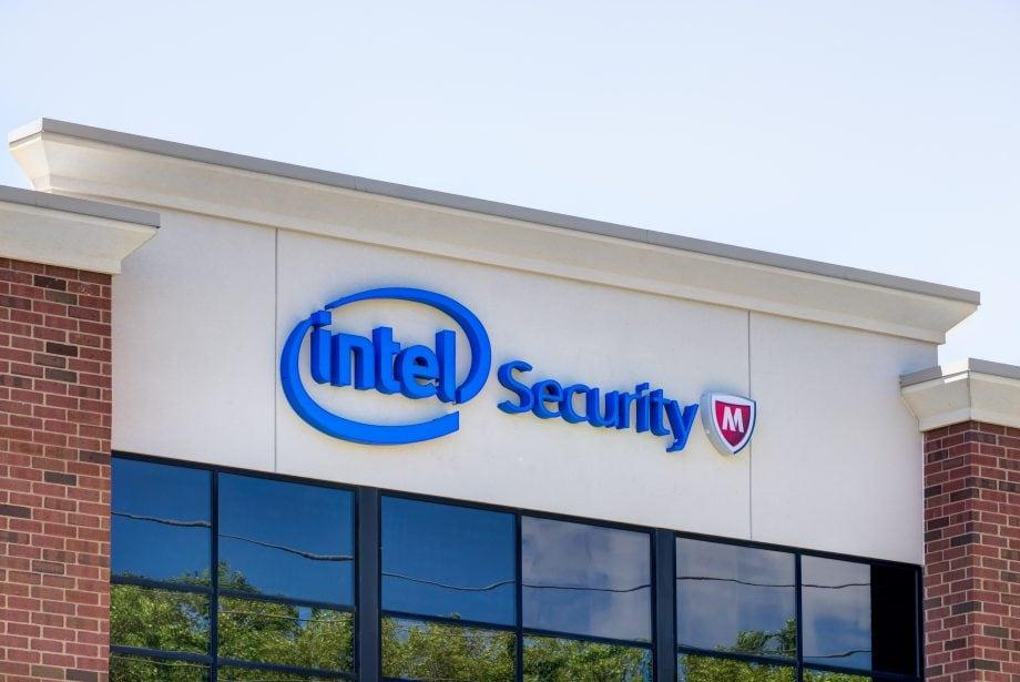 Gebäude von Intel Security mit McAfee-Logo