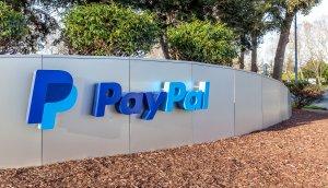 PayPal Schriftzug im Freien