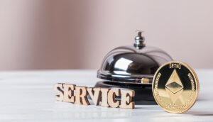 Eine Service-Klingel mit Ethereum-Münze