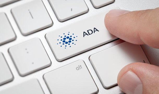 Shift-Taste mit Cardano-Logo und ADA-Beschriftung
