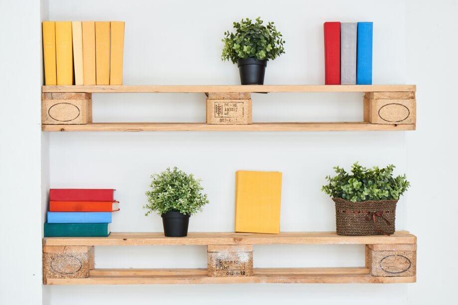 Bücher auf einem Regal.