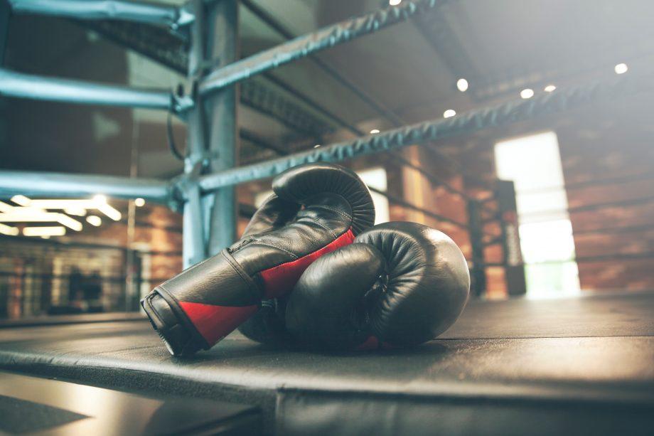 Boxhandschuhe im Ring.