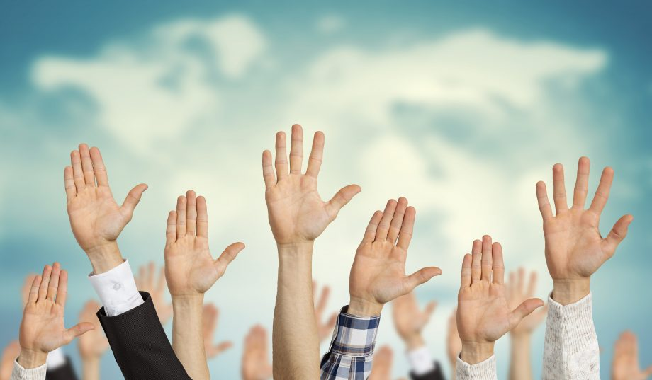 In die Luft gereckte Hände, Fotomontage