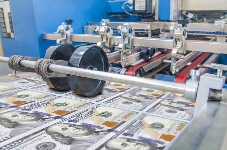 Notenbankpresse druckt US-Dollar und erzeugt Inflation